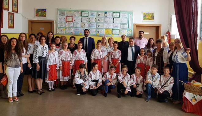 """Foto: Oaspeţi de seamă la Şcoala Gimnazială nr. 10 """"Mihail Koiciu"""""""
