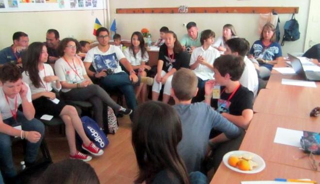 """Foto: Oaspeţi din şase ţări, în vizită  la Şcoala nr. 29 """"Mihai Viteazul"""""""