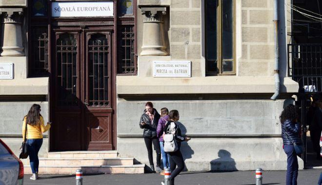 """Foto: Oaspeţi din străinătate, la Colegiul Naţional """"Mircea cel Bătrân"""""""