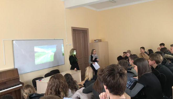 """Foto: Oaspeţi olandezi la Colegiul Naţional """"Constantin Brătescu"""" din Constanţa"""