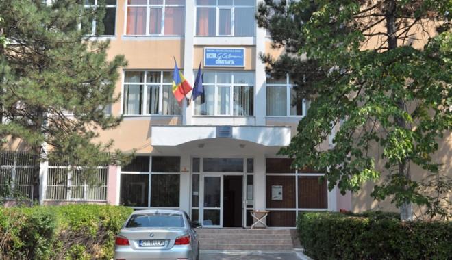 """Foto: Sancţiuni DURE pentru elevul de la Liceul """"Călinescu"""" care şi-a intoxicat colegii cu sulf"""