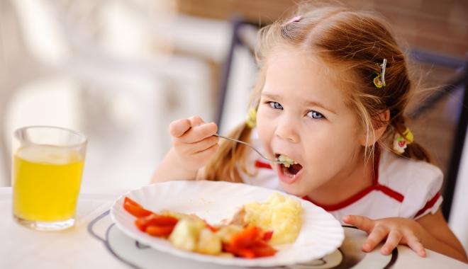 Foto: Alimentaţia nesănătoasă şi sedentarismul duc la obezitate