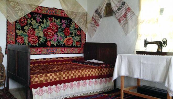 Foto: Obiceiuri şi tradiţii  păstrate din moşi strămoşi