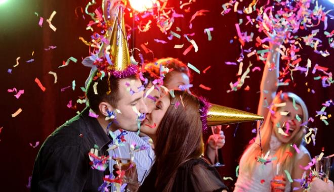 Ce trebuie să facem şi ce nu de Anul Nou? Nu uitaţi de sărutul de la miezul nopţii! - obiceiurirevelion2-1514471805.jpg