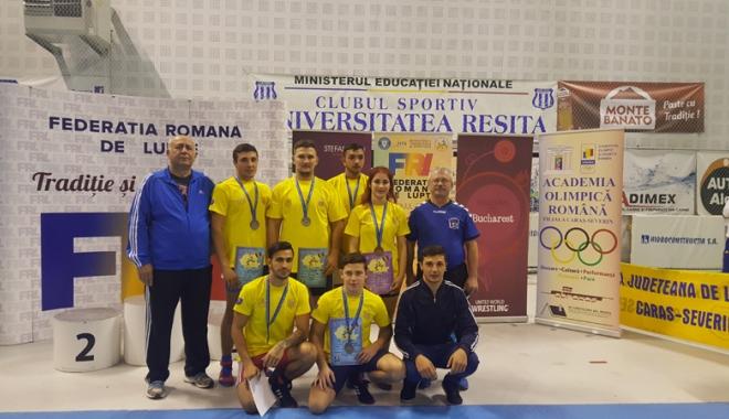 Foto: Luptătorii constănţeni, medaliaţi cu argint şi bronz