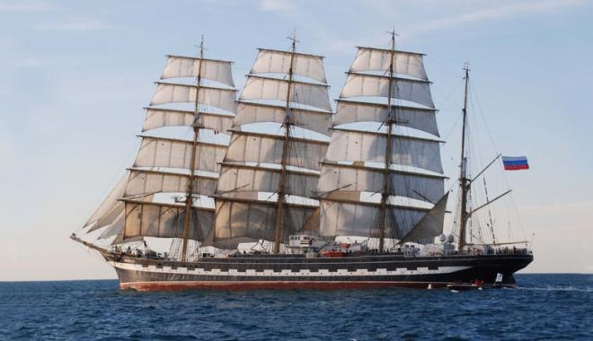 Foto: O celebră navă rusească sosește la Constanța, la Regata Marilor Veliere