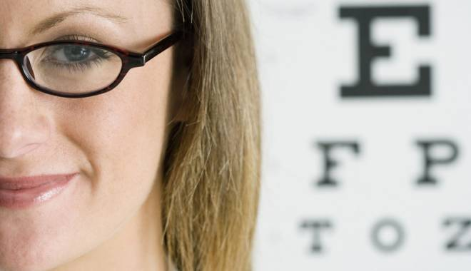 Foto: Ochelarii - necesari şi după operaţia de cataractă?