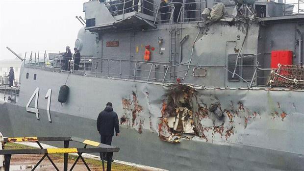 Foto: O corvetă a Marinei argentiniene a păţit-o rău