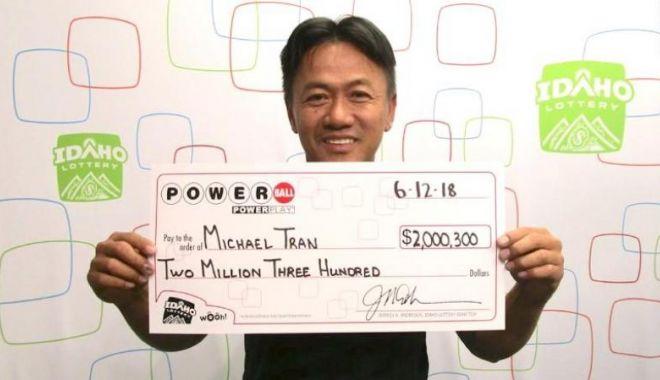 Foto: Un bărbat a câștigat la loto după ce a jucat aceleași numere. Câți ani i-au trebuit