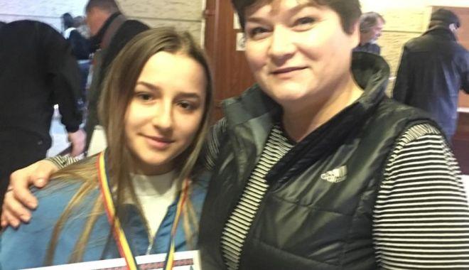 """Foto: O șahistă de la Liceul """"Călinescu"""", la faza națională a Olimpiadei Sportului Școlar"""