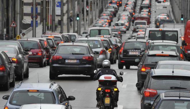 """Foto: O elevă de la Liceul """"Ovidius"""" a rezolvat problema traficului din Bruxelles"""