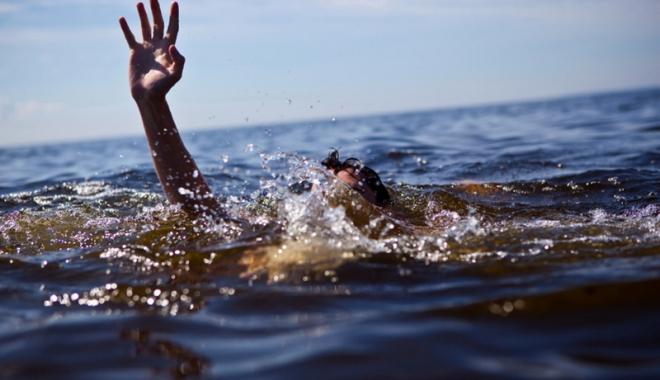Foto: Tragedie pe litoral. O fată de 11 ani  a dispărut în mare, de lângă mama şi sora ei