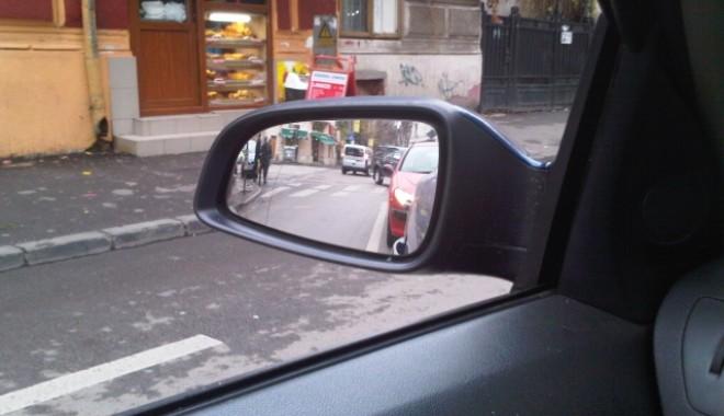 Supărat pe oglinzile retrovizoare - oglinda-1321276942.jpg