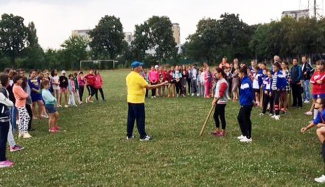 Foto: Oina românească are viitor. Participare numeroasă la Campionatul Naţional de juniori