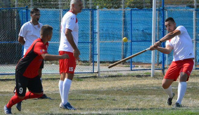 Foto: O echipă constănțeană, la startul Cupei Satelor la oină
