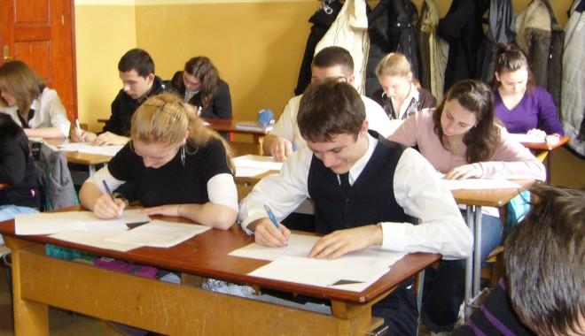 Foto: Ce elevi const�n�eni merg la Na�ionala de Religie