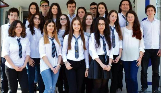 """Foto: Noi premii pentru elevii Liceului Teoretic """"Ovidius"""""""