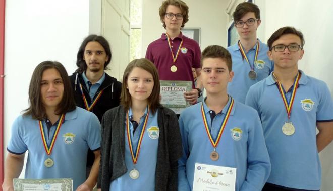 Foto: Elevii Liceului Internaţional de Informatică, medaliaţi la matematică şi informatică