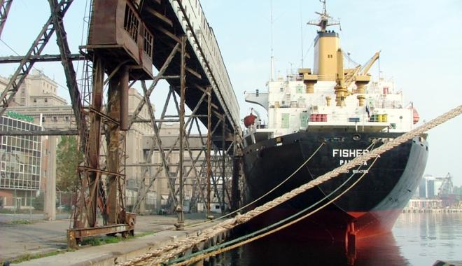 Foto: O lovitură pentru corupţia din porturile maritime