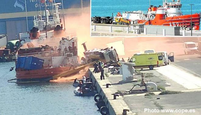 O macara s-a prăbușit în timp ce încărca un container pe o navă - omacarasaprabusit710-1570448513.jpg
