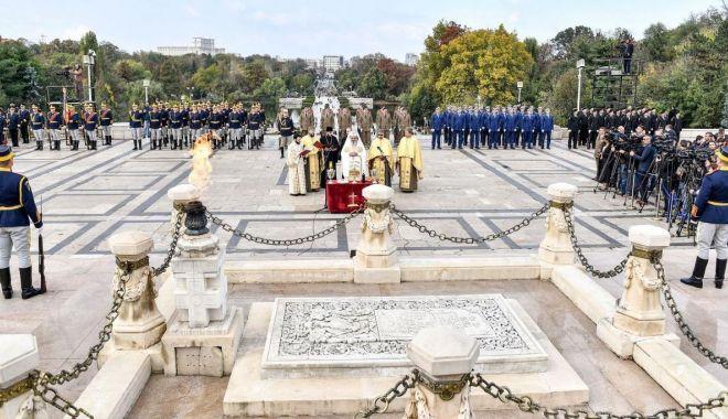 Foto: Omagiu de la marinarii militari, pentru eroii români