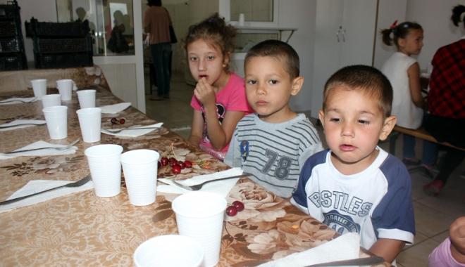 Foto: O masă caldă pe zi pentru şcolarii din Corbu