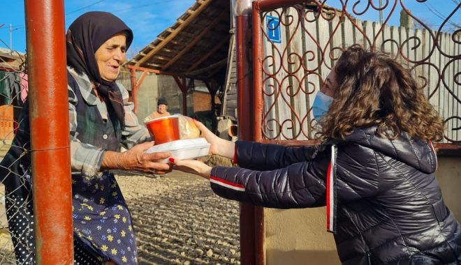 GALERIE FOTO / O masă caldă pentru vârstnicii din judeţul Constanţa - omasacalda-1611139746.jpg
