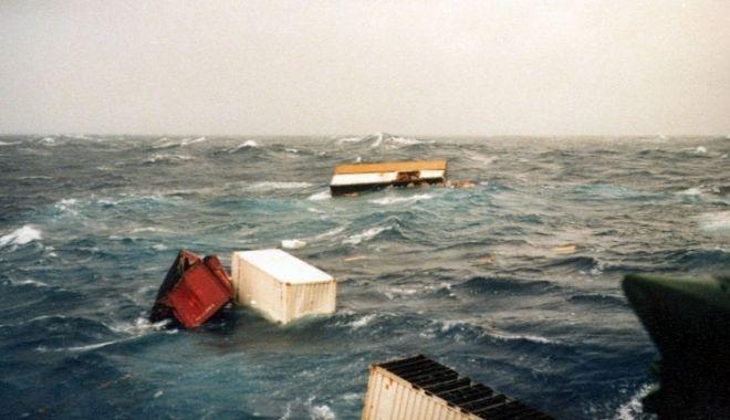 O navă a pierdut circa o sută de containere în Pacific - onavaapierdutcircaosutadecontain-1610885800.jpg