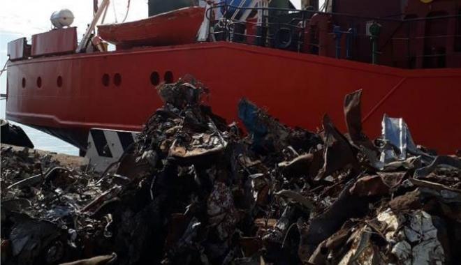 Foto: O navă bulgărească cu deşeuri periculoase a fost reţinută în Italia