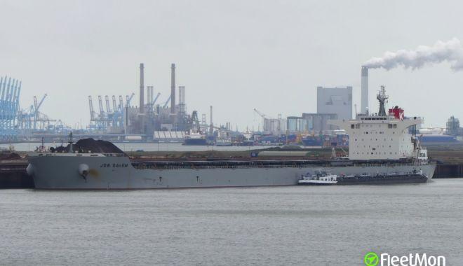 Foto: O navă cu cărbune a eșuat pe plaja Virginia