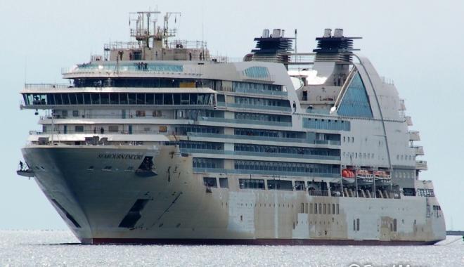 Foto: O navă de pasageri a scăpat din legături, în Noua Zeelandă