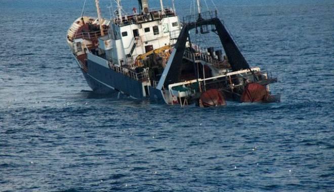 Foto: O navă de pescuit cu 34 de marinari s-a scufundat. Victimele, date dispărute