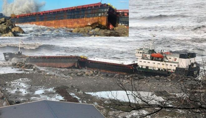 Foto: O navă s-a rupt în două, în timpul furtunii de pe Marea Neagră