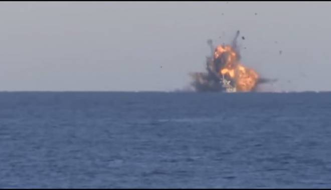 Foto: O navă turcească  a fost atacată  de aviaţia  armatei libiene