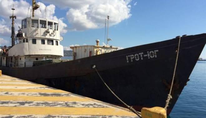 Foto: Echipajul unei nave a fost arestat pentru contrabandă cu ţigarete