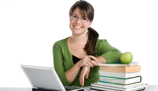 Cadrele didactice, plătite numai dacă au activitate online - onlineteachertrainingcourse-1588082410.jpg