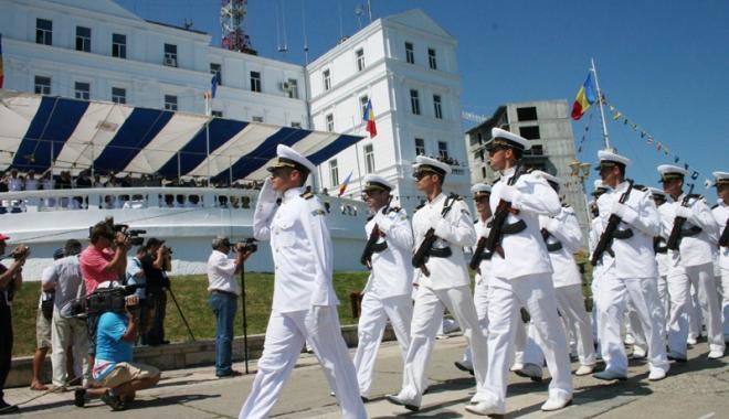 Foto: Marina militară română,  în faţa unei noi promoţii  de ofiţeri şi maiştri