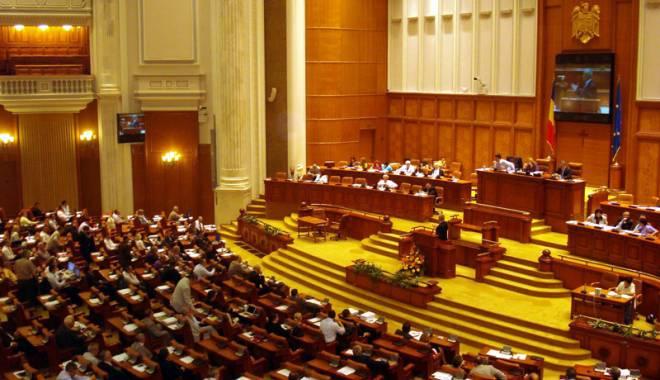 Foto: O nouă lovitură în Parlament