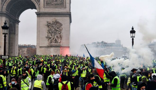 """Foto: ONU cere Parisului o anchetă privind """"utilizarea excesivă a forţei"""""""