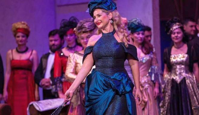 """Foto: """"Nu m-aș putea despărți vreodată de operă! Ar fi ca și cum aș renunța la inimă"""""""