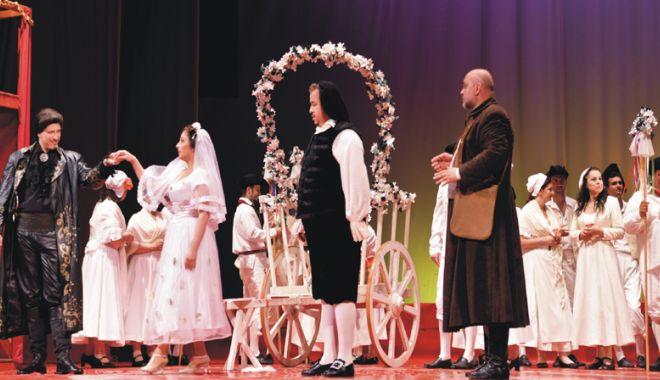 """Foto: """"Don Giovanni"""" şi """"Liliacul"""", pe scena de la Teatrul """"Oleg Danovski"""""""