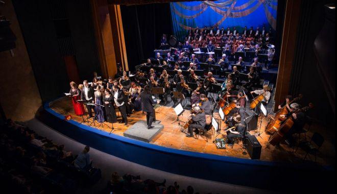 Foto: Invitaţie la operă, numai cu mască şi în limita a 150 de locuri