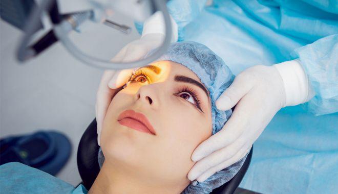 Foto: Medicii oftalmologi, reuniți la Eforie Nord. Operația de cataractă, o soluție modernă pentru a scăpa de ochelari
