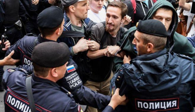Opozanți ruși, arestați în timpul unei manifestații pentru alegeri corecte la Moscova - opozanti-1563190678.jpg