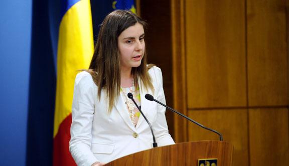 Foto: Opoziţia  cere demisia ministrului Ioana Petrescu