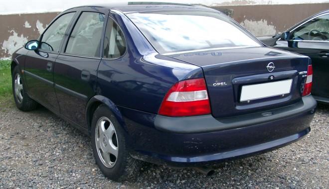 Foto: Opel Vectra cu ITP fals, descoperit la Negru Vodă