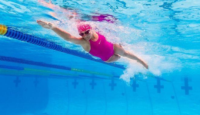 Foto: O propunere de nota 10: înotul, disciplină obligatorie în şcoli