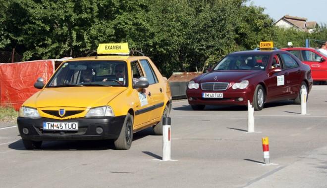 Foto: Opt clase, condiţie obligatorie pentru a obţine permisul auto