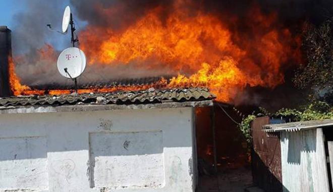 Foto: Opt copii din Constanţa au rămas  fără casă, înainte de începerea şcolii