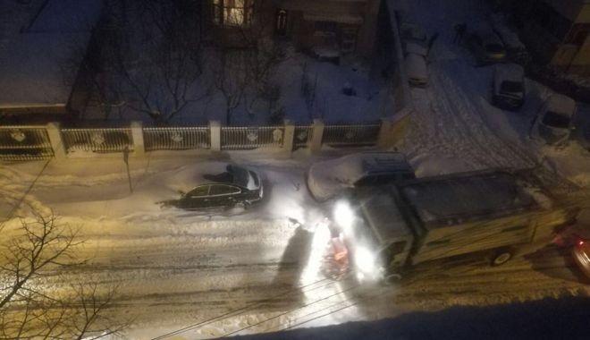Foto: Constanţa sub nămeţi! Utilajele acționează în continuu pentru degajarea zăpezii